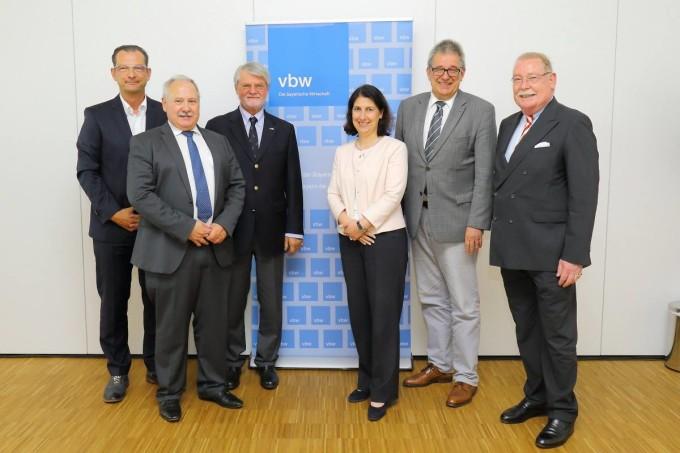 Podiumsdiskussion: Steuerpolitik für Wachstum und Chancen